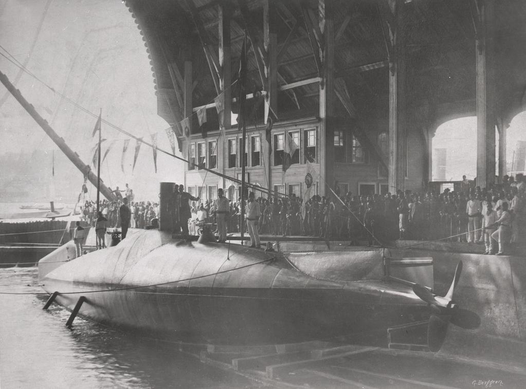 http://files.balancer.ru/forums/attaches/2017/05/13-4970849-turkish-nordenfelt-type-submarine-abd-lhamid-of-the-ottoman-sultans-fleet-osmanl-donanmas-as-she-was-completed-in-1886.jpg