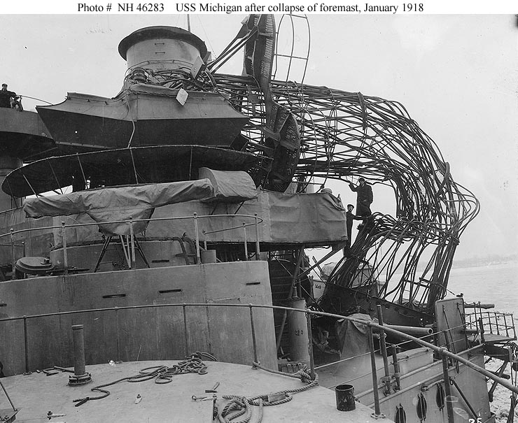 USS_Michigan_BB_27_collapsed_cage_foremast.jpg